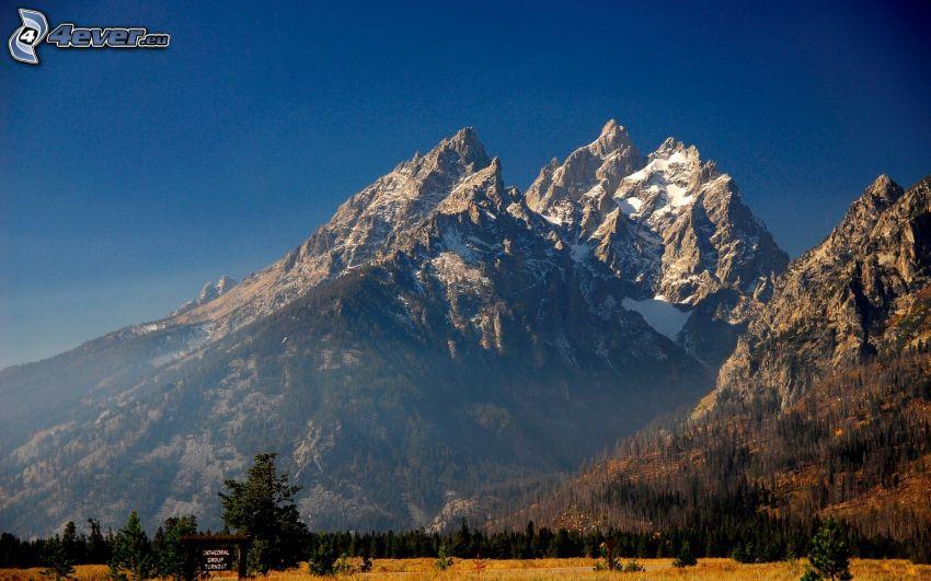 snöklädda berg