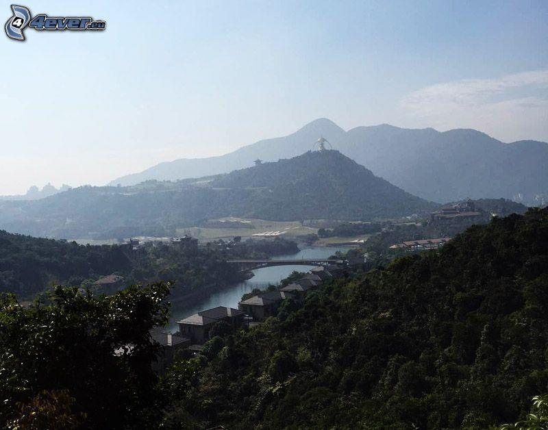 utsikt över berg, hus, bro