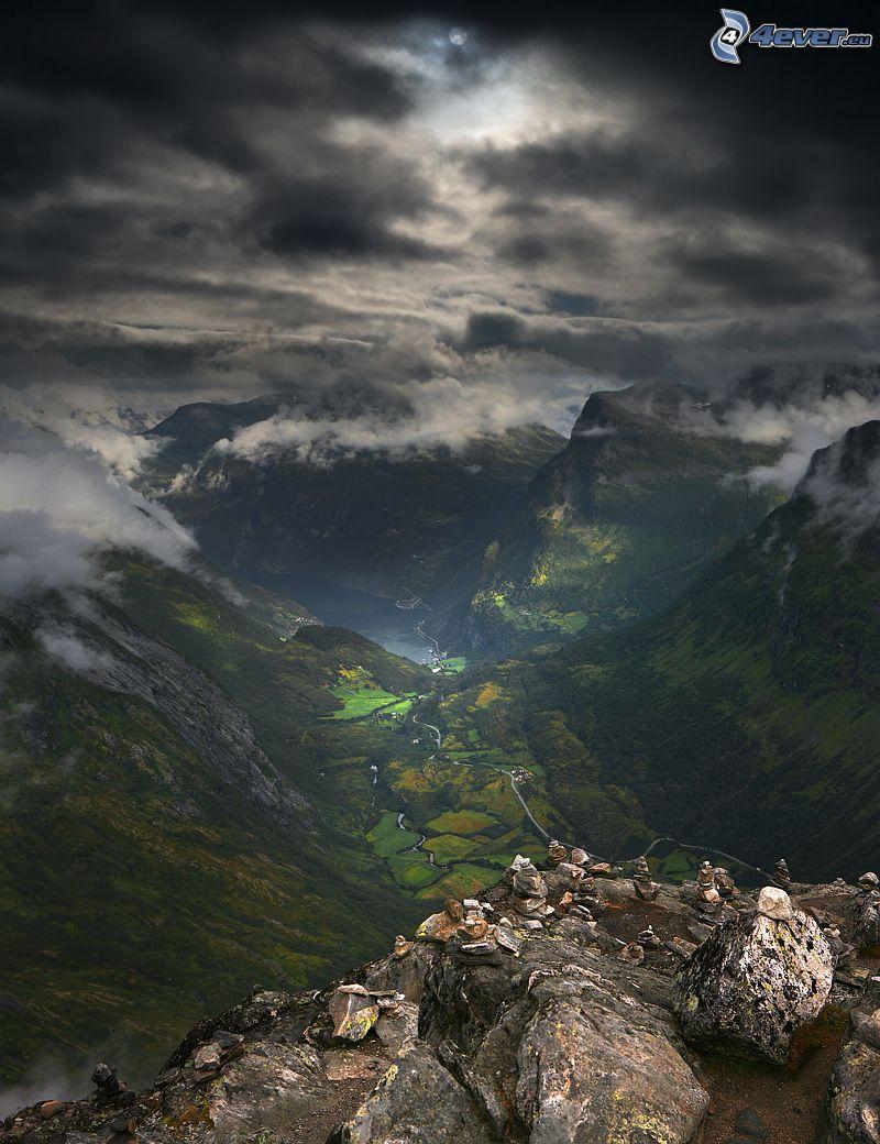 utsikt över dal, utsikt från klippor, höga berg, moln, klippor, Norge