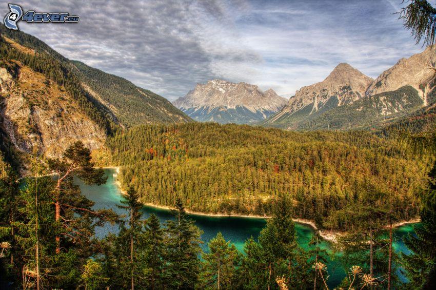 utsikt över landskap, flod, barrskog, klippiga berg, HDR