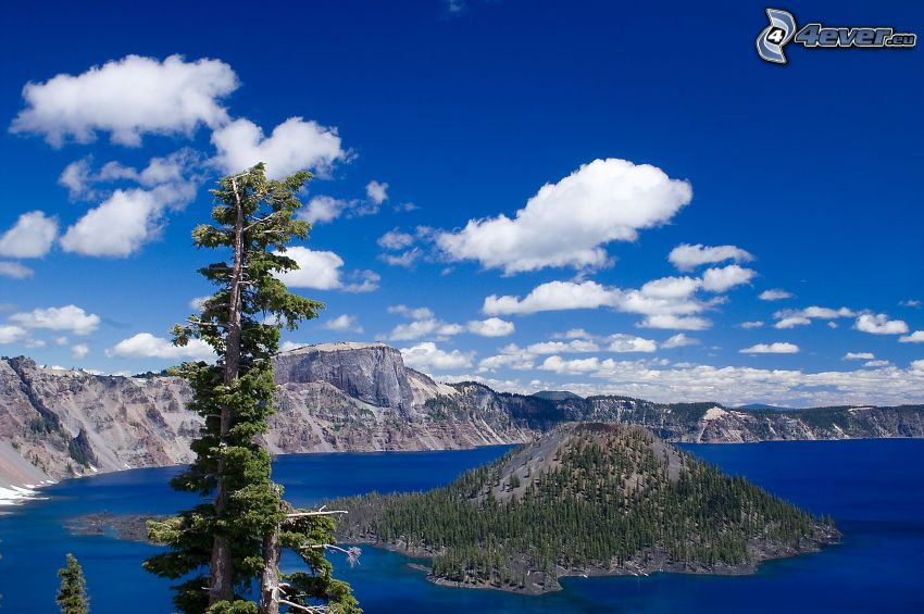 Wizard Island, Crater Lake, USA