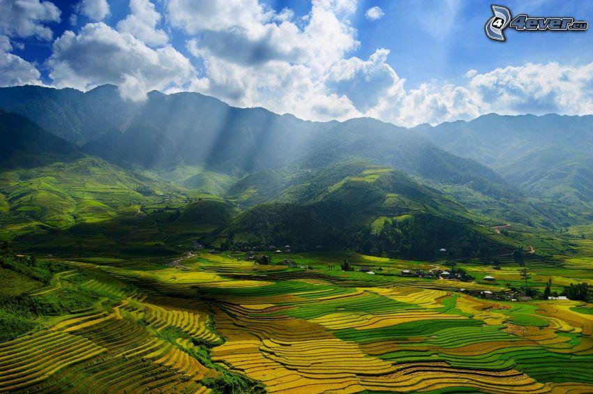 bergskedja, ängar, moln, solstrålar