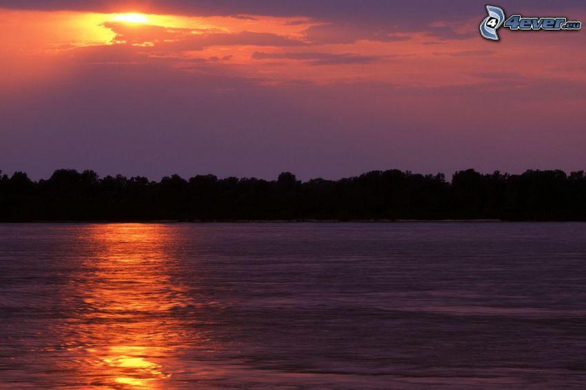 flod, solnedgång i moln, lila himmel