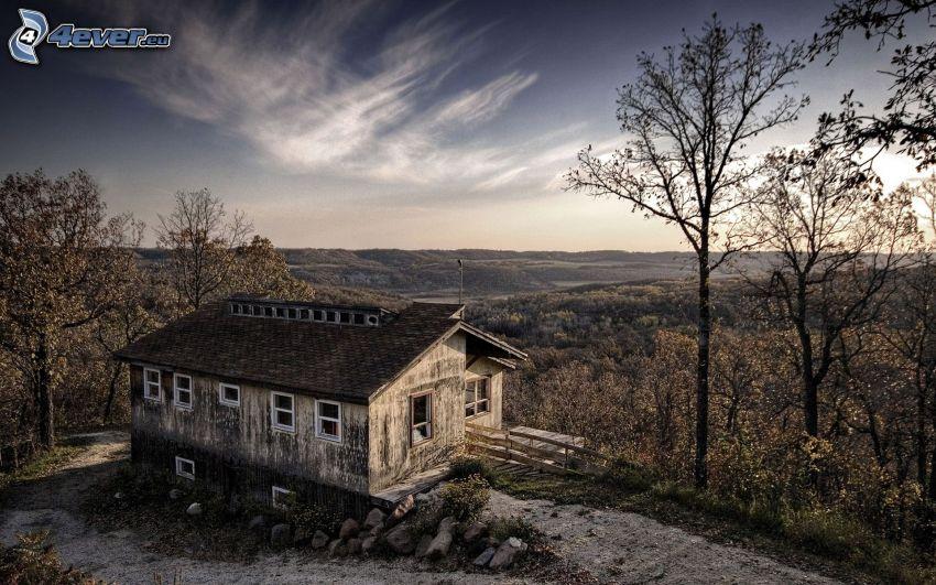 gammalt hus, utsikt över landskap, träd