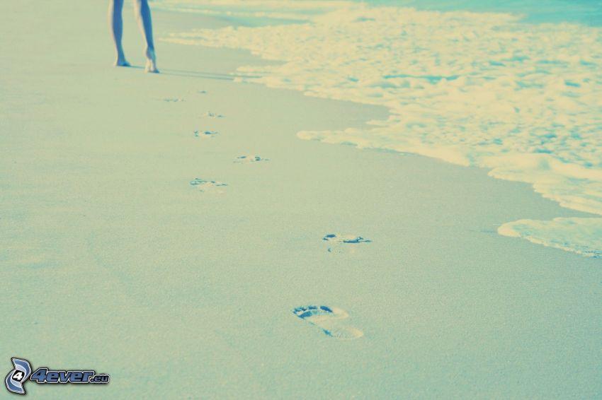 fotspår i sanden, sandstrand, ben