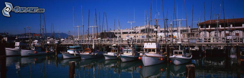 hamn, båtar