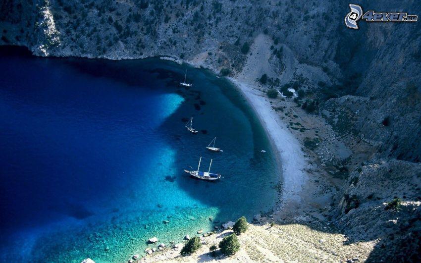 hav, kust, båtar vid strand, klippor vid kusten