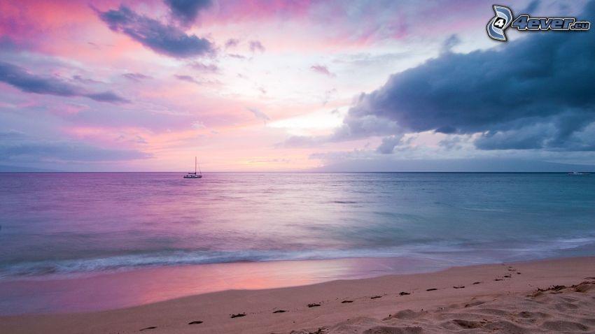 hav, strand, båt på havet, lila himmel