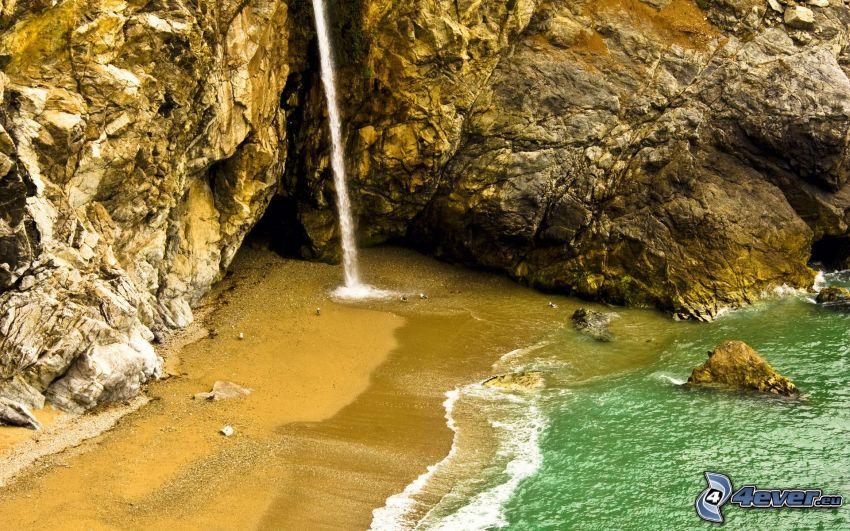 klippig vik, vattenfall, klippa, sandstrand, hav