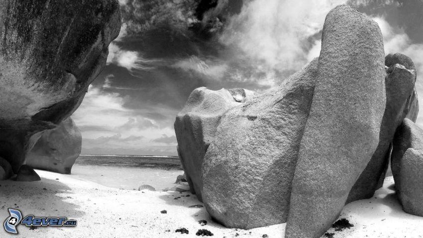 klippor, strand, hav, svartvitt foto
