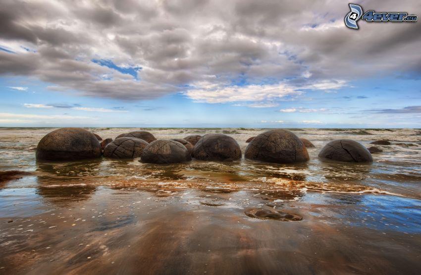 klippor i havet, moln