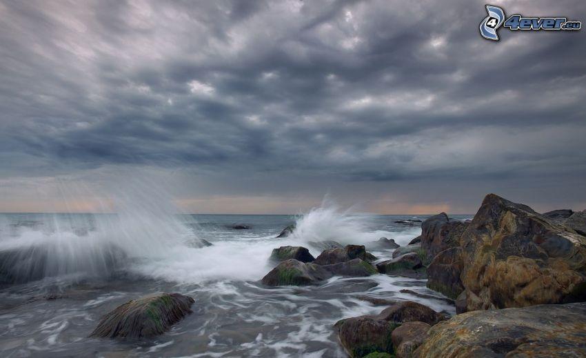 klippor i havet, våg, moln