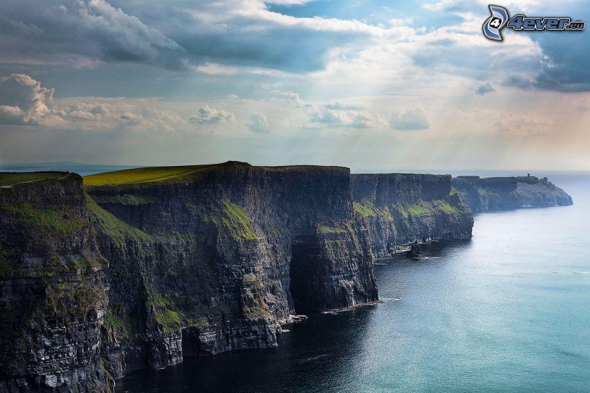 klippor vid kusten, hav, solstrålar, moln