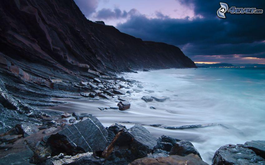 klippstrand, hav, stormmoln