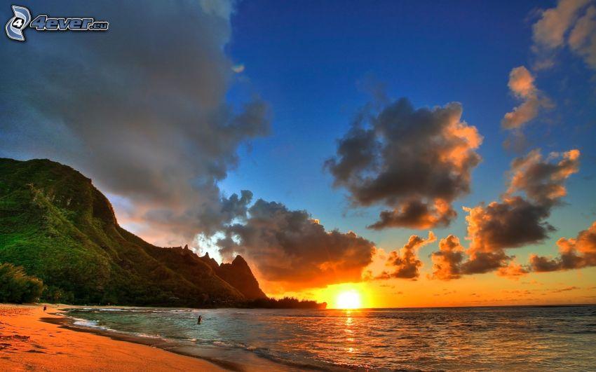 kust vid solnedgång, hav, moln