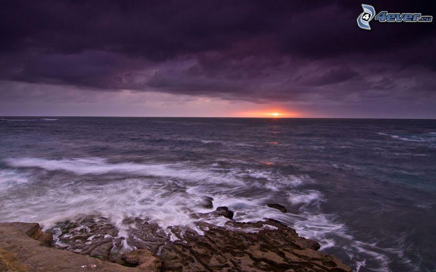 mörk solnedgång, hav, kust