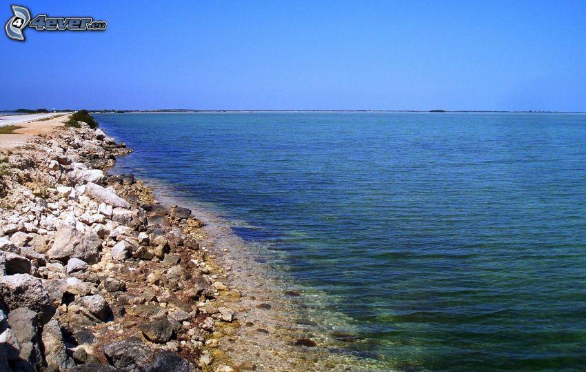 öppet hav, stenig strand