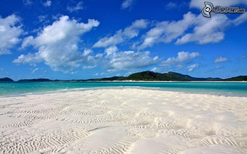 sandstrand, azurblå hav, tropisk ö