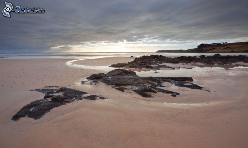 sandstrand, klippor