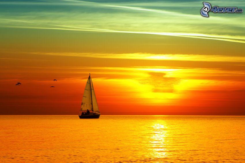 segelbåt, soluppgång på havsytan
