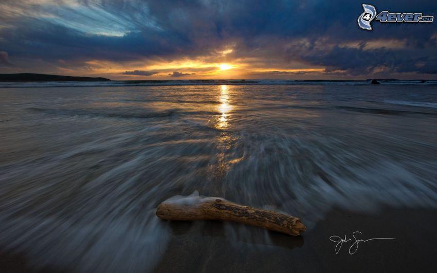 solnedgång över hav