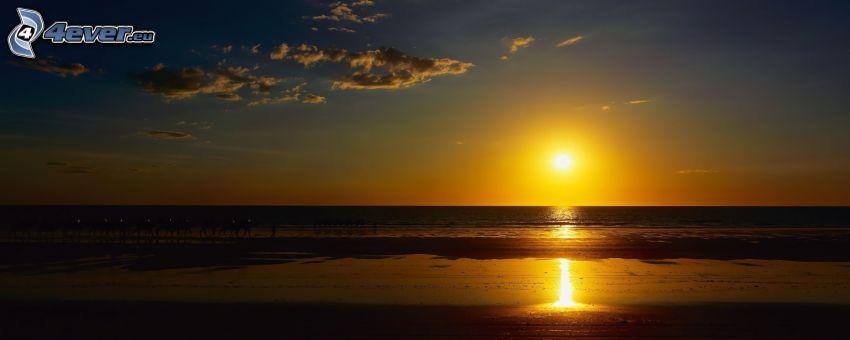 solnedgången över havet