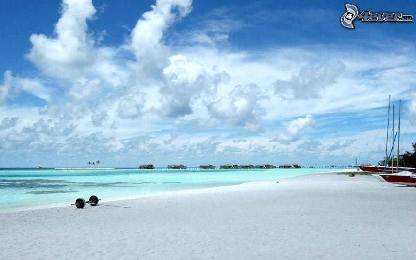 strand på Maldiverna, azurblå hav, himmel