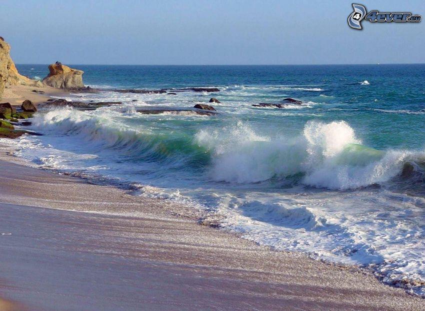 vågor vid kusten, strand, hav, klippor i havet
