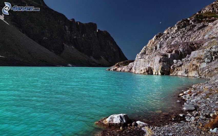 vik, azurblå hav, steniga kullar, stenig kust