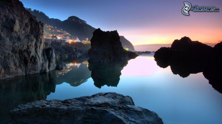 vik, klippor i havet, efter solnedgången