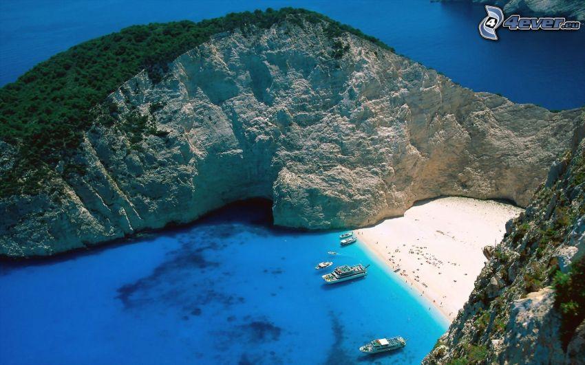 vik på ön Zakynthos, båtar, azurblå hav