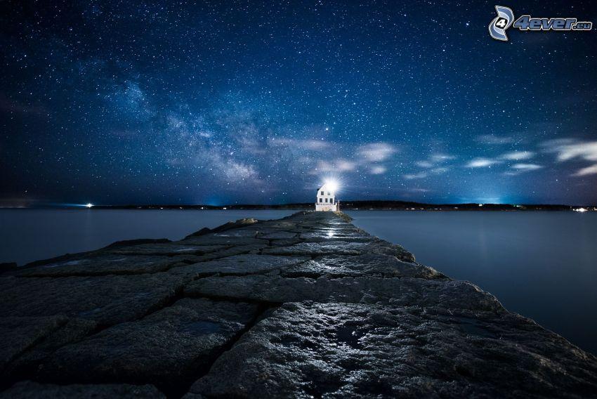brygga, hus, stjärnhimmel