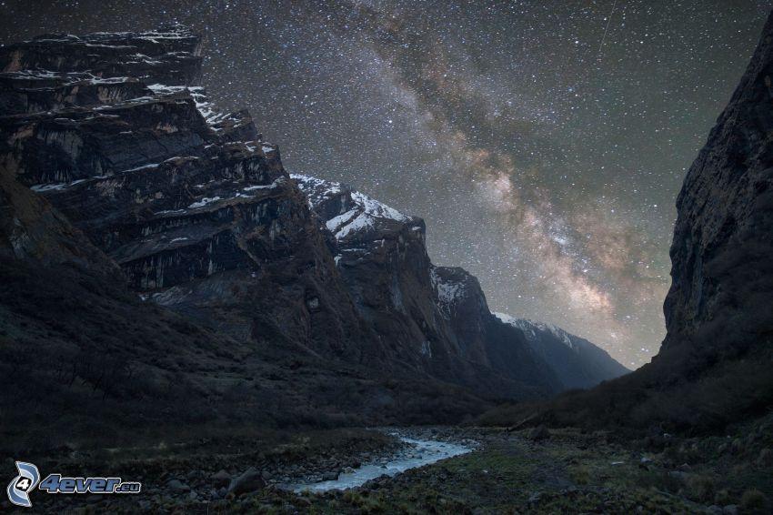 klippiga berg, Vintergatan, stjärnhimmel