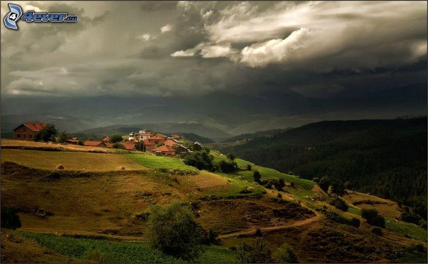 hus, kullar, utsikt över landskap, skog, moln