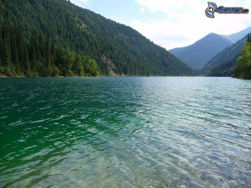 Kolsai Lakes, tjärn, kullar