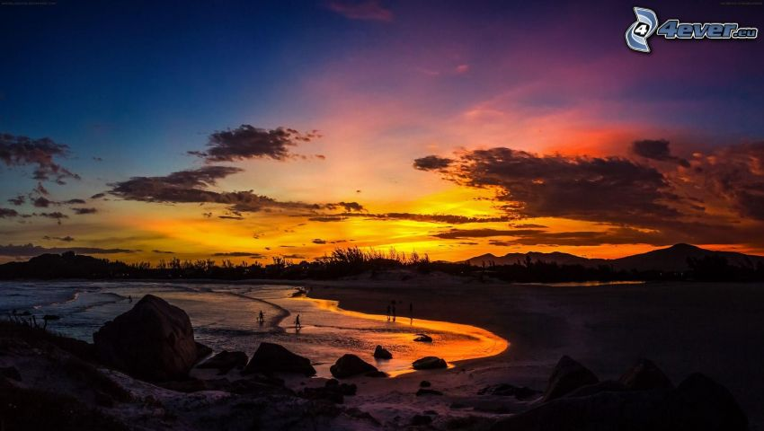 frusen sjö, orange solnedgång, snö