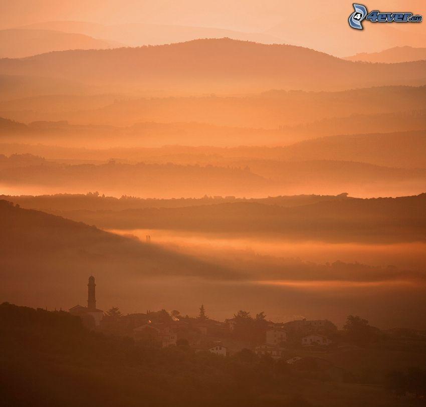 orange solnedgång, utsikt över landskap, kullar