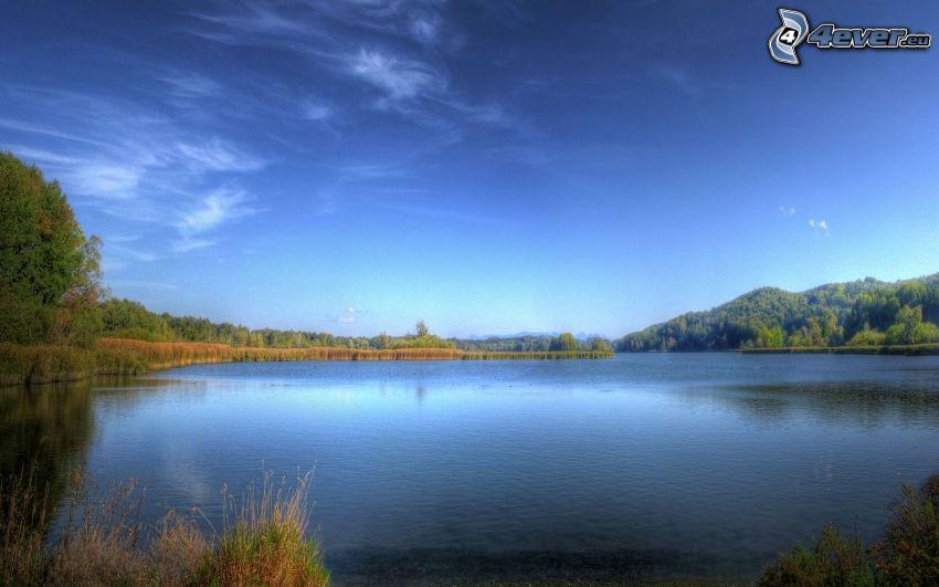 sjö, blå himmel