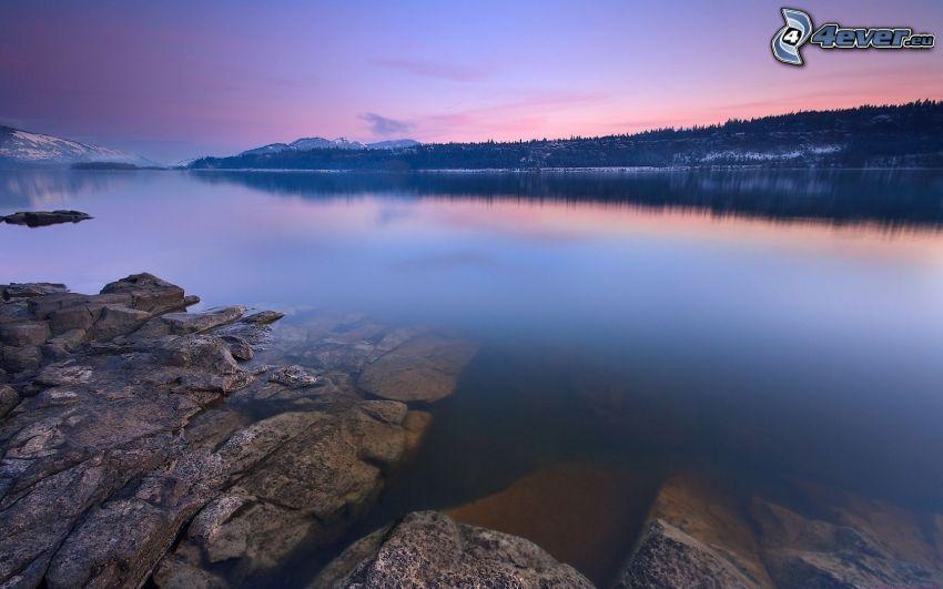 sjö, klippor, efter solnedgången