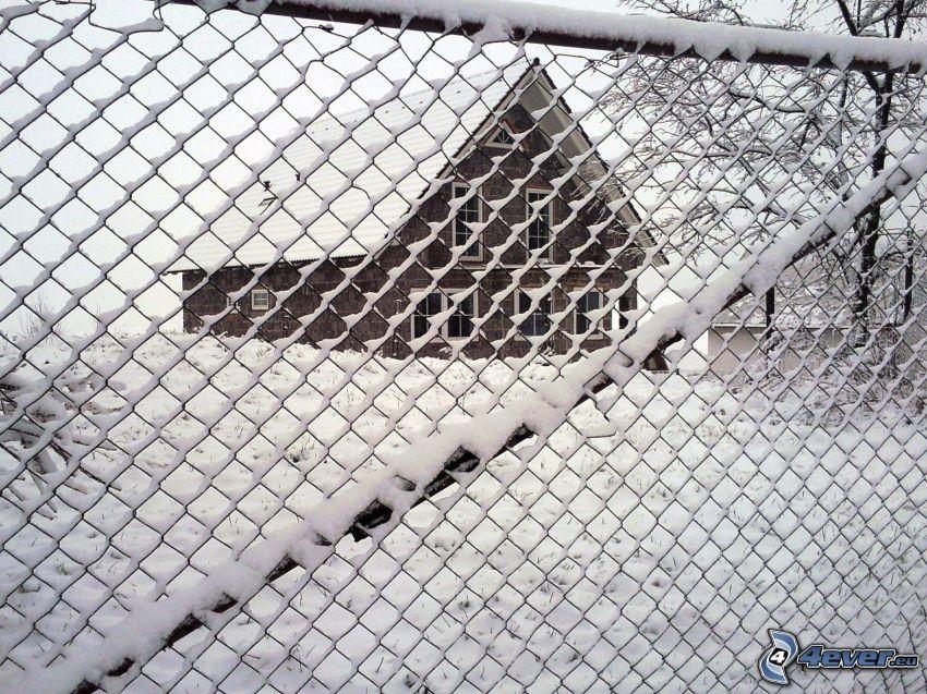 snötäckt staket, stängsel, översnöat hus, vinter, snö