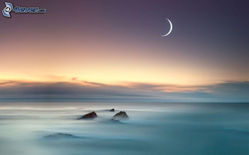 måne, ovanför molnen