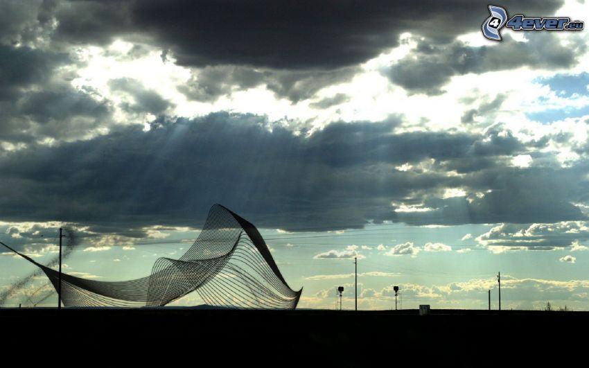 nät, solstrålar bakom moln