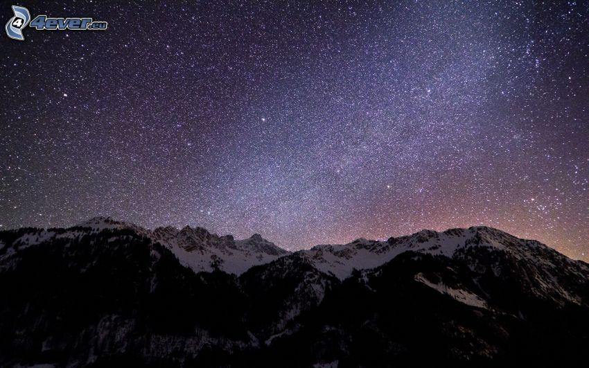 stjärnhimmel, snöklädda berg