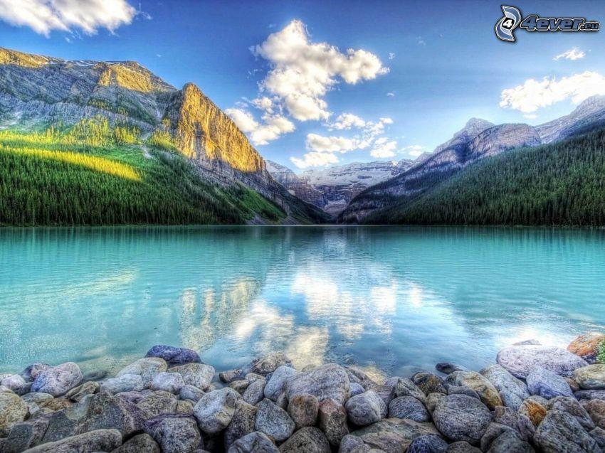 sjö, klippiga berg, HDR