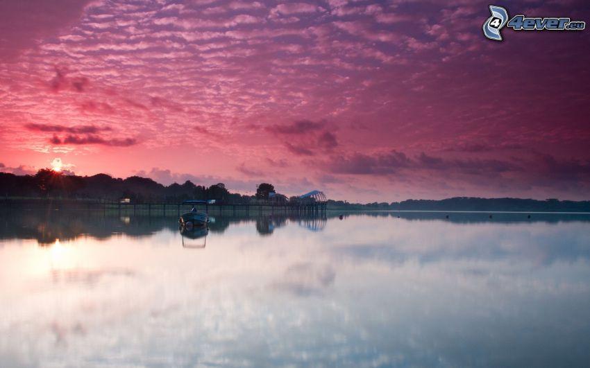 sjö, lila himmel, båt, lugn vattenyta