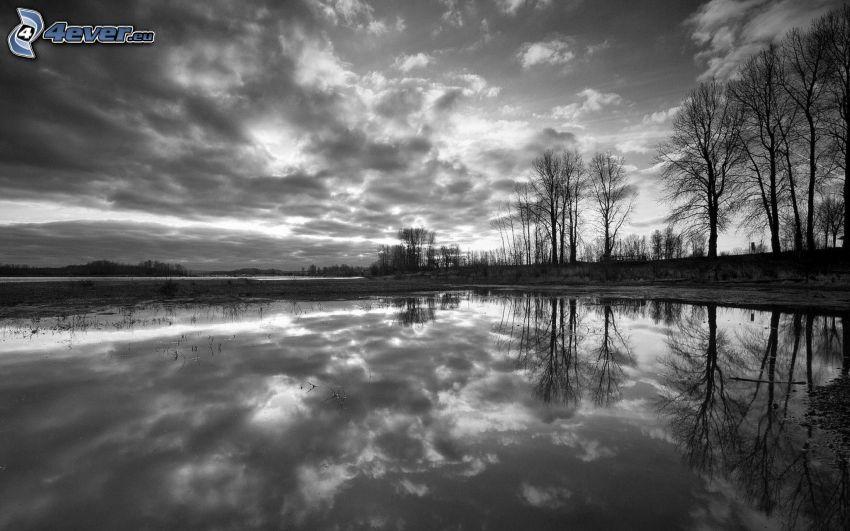 sjö, svartvitt foto, moln