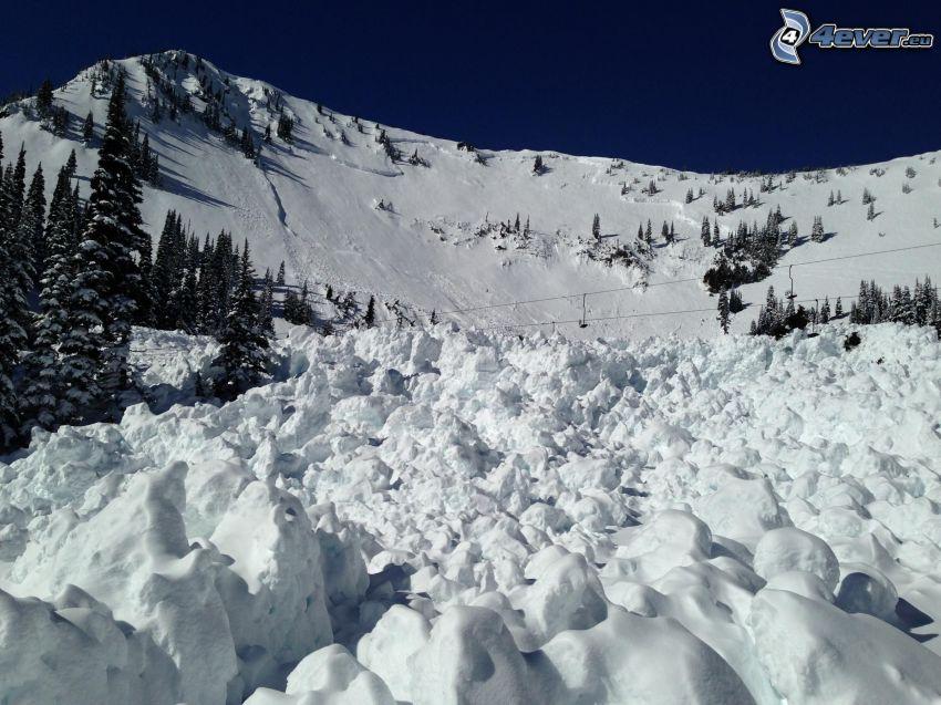 snöigt landskap, snöig backe