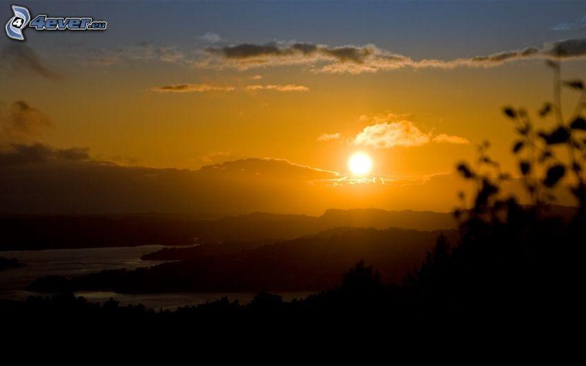 solnedgång, kvällshimmel, bergskedja