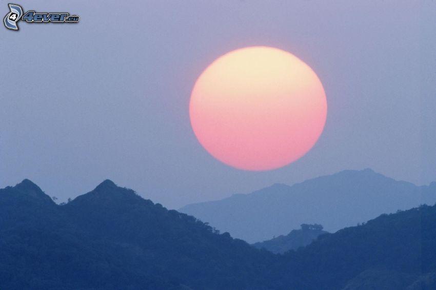 solnedgång bakom bergen, berg