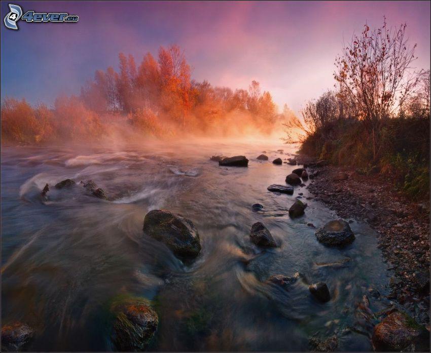 solnedgång över flod, bäck, stenar